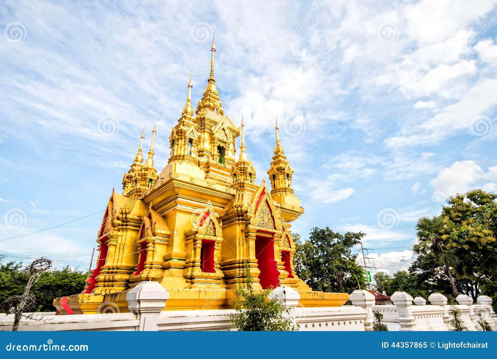 Gouden pagode in chiangmai Thailand