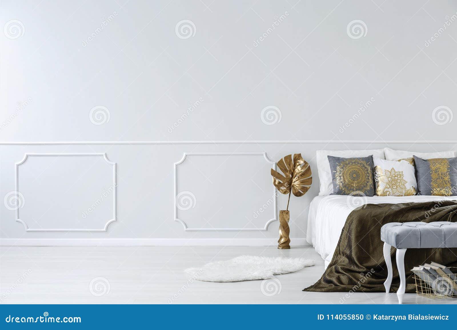 gouden slaapkamer met exemplaarruimte