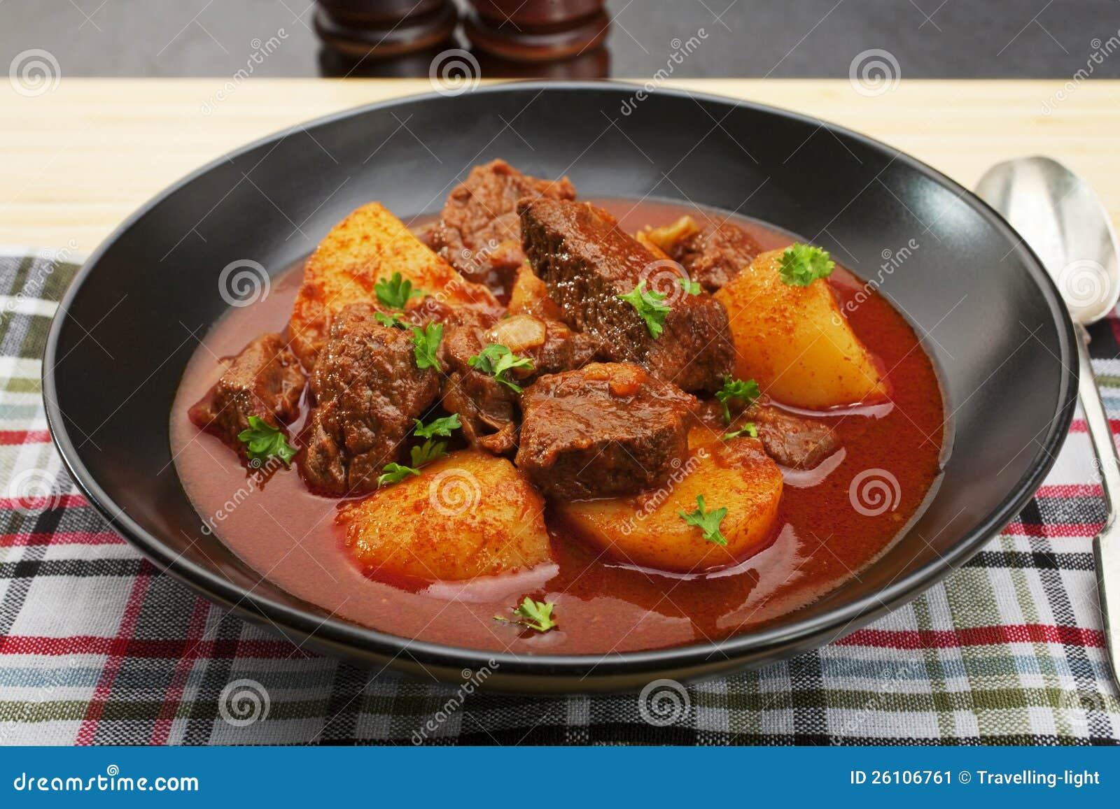 Goulache de boeuf hongroise de rago t gulyas image stock for Cuisine hongroise