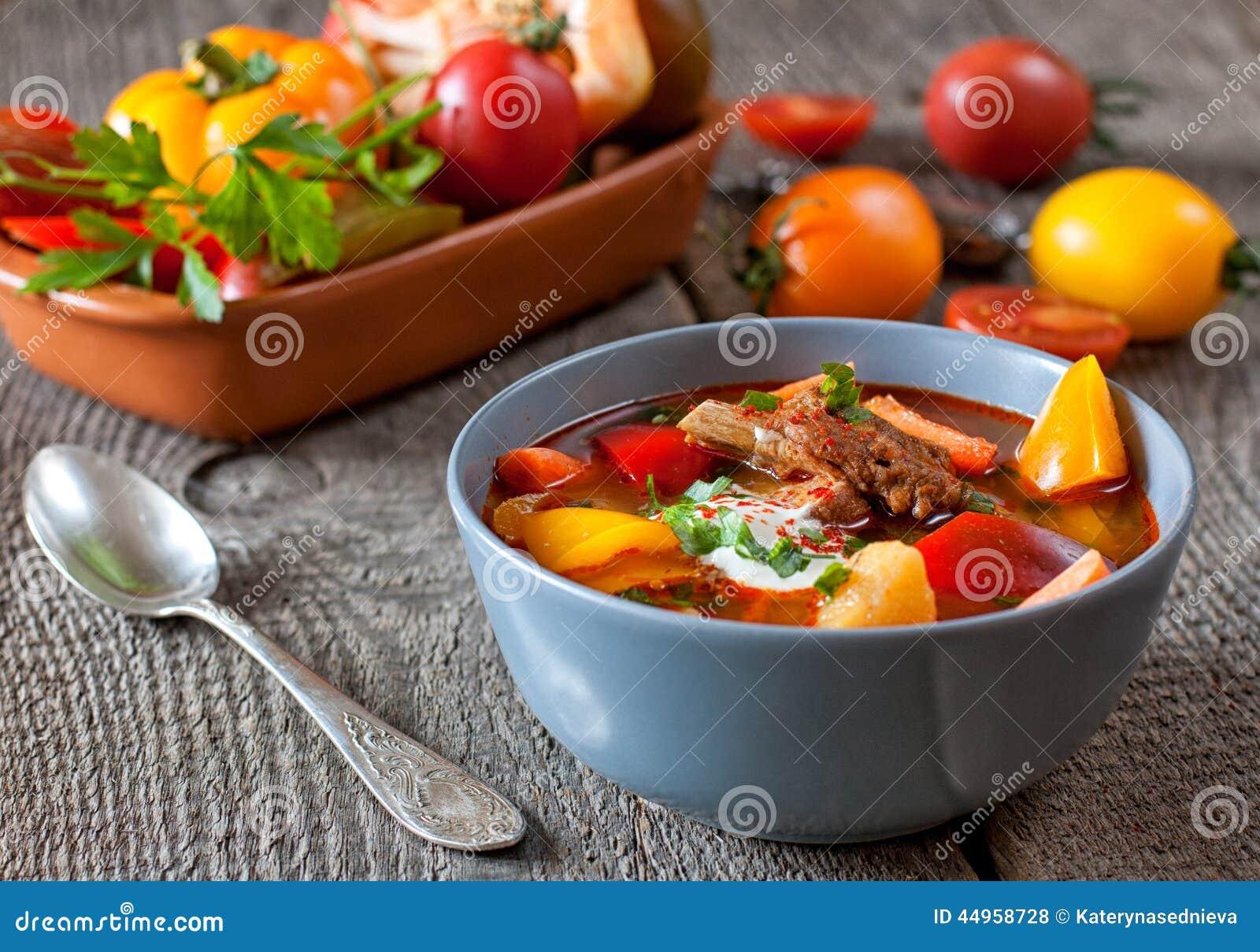 Goulash húngara tradicional do bograch do prato