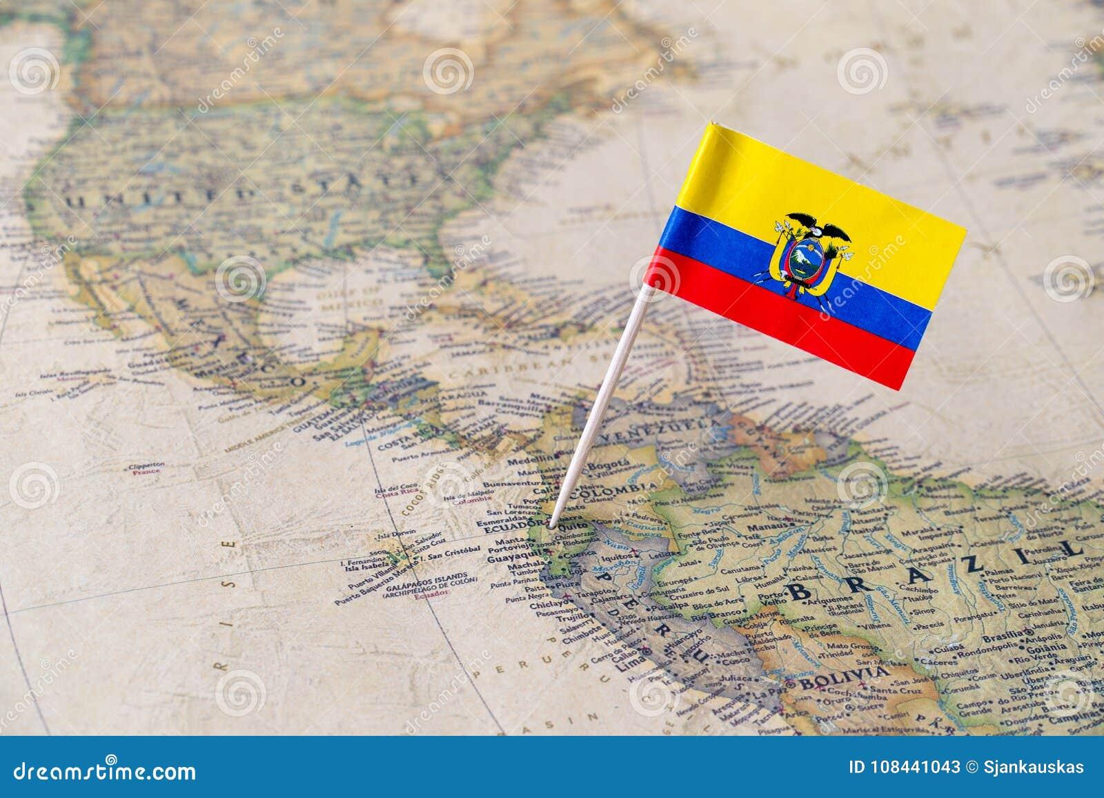 Goupille de drapeau de l Equateur sur la carte du monde