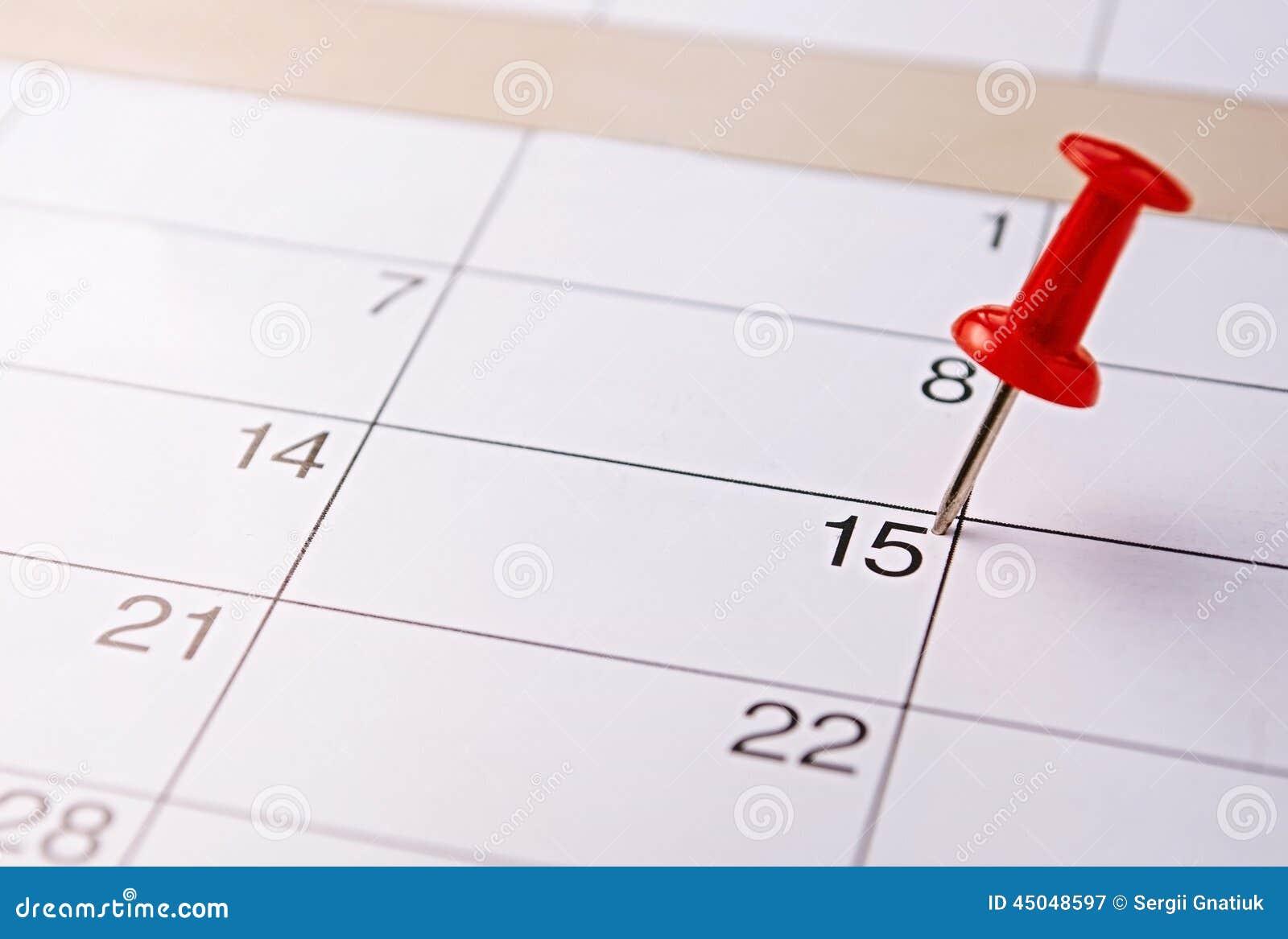 Goupille rouge marquant la 15ème sur un calendrier