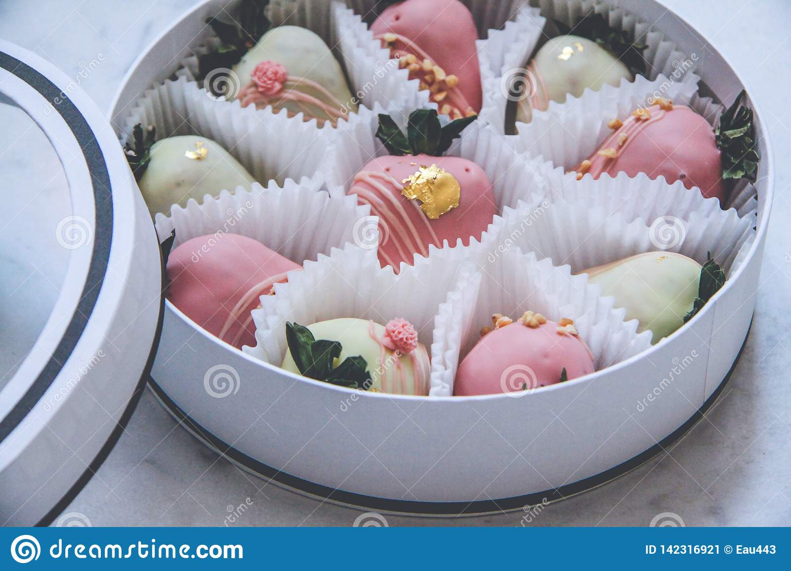 Gourmet Chocolate Covered Strawberries In A Round Gift Box Stock Image Image Of Chocolate Ingredient 142316921