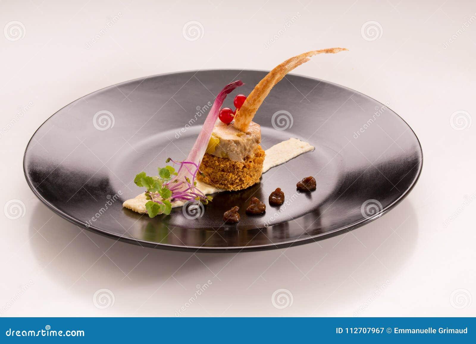 Gourmet d Assiette avec des gras de foie sur le pain d épice