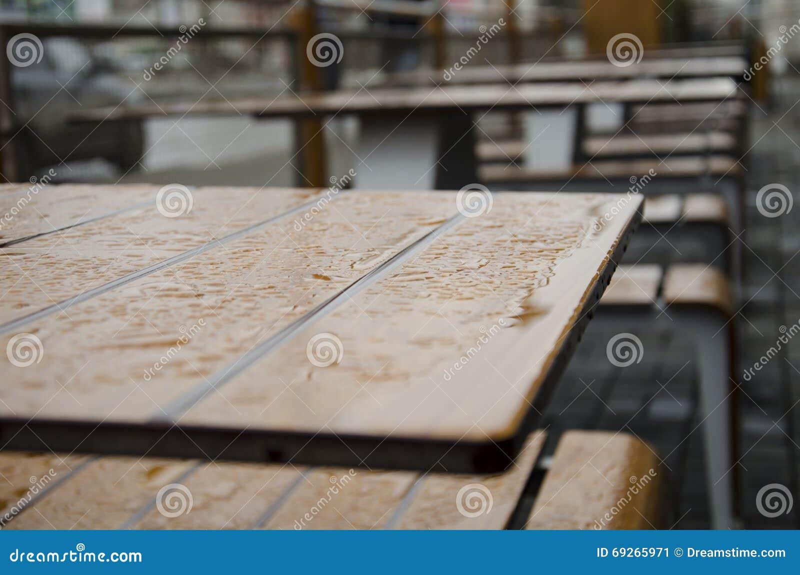 Gouttes de pluie sur la table