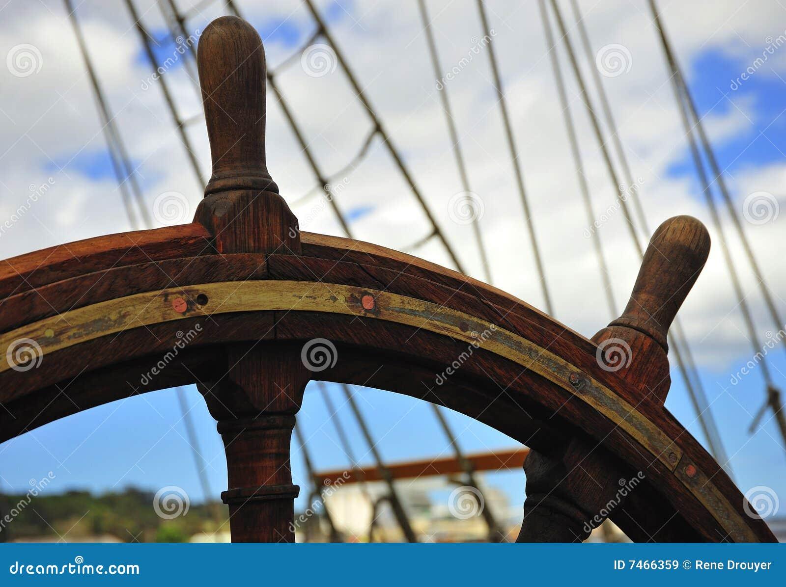 Gouvernail de direction roue de bateau images libres de - Bateau sur roues ...