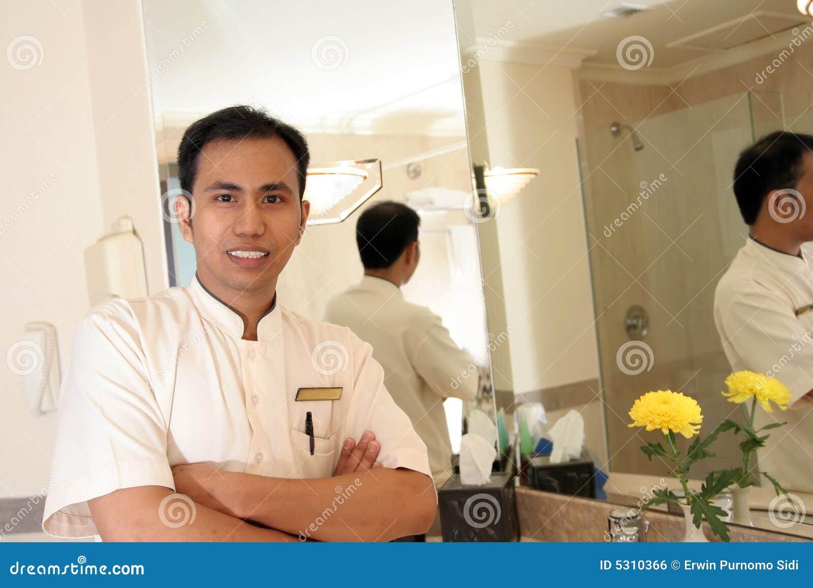 Download Governo Della Casa Nella Stanza Del Bagno Dell'hotel Fotografia Stock - Immagine di pulito, viaggiare: 5310366