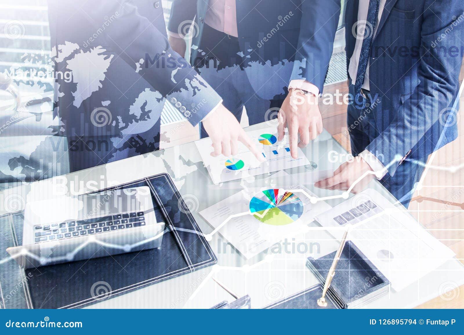 Gráfico abstracto, carta y diagrama de la exposición doble del fondo del negocio Mapa mundial y Negocio global y comercio financi