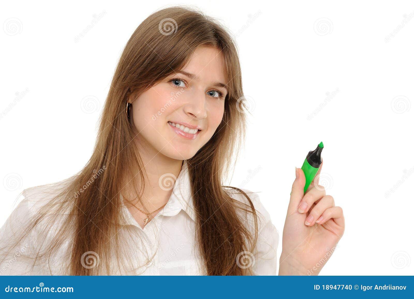 Gráfico de la mujer algo en la pantalla con una pluma