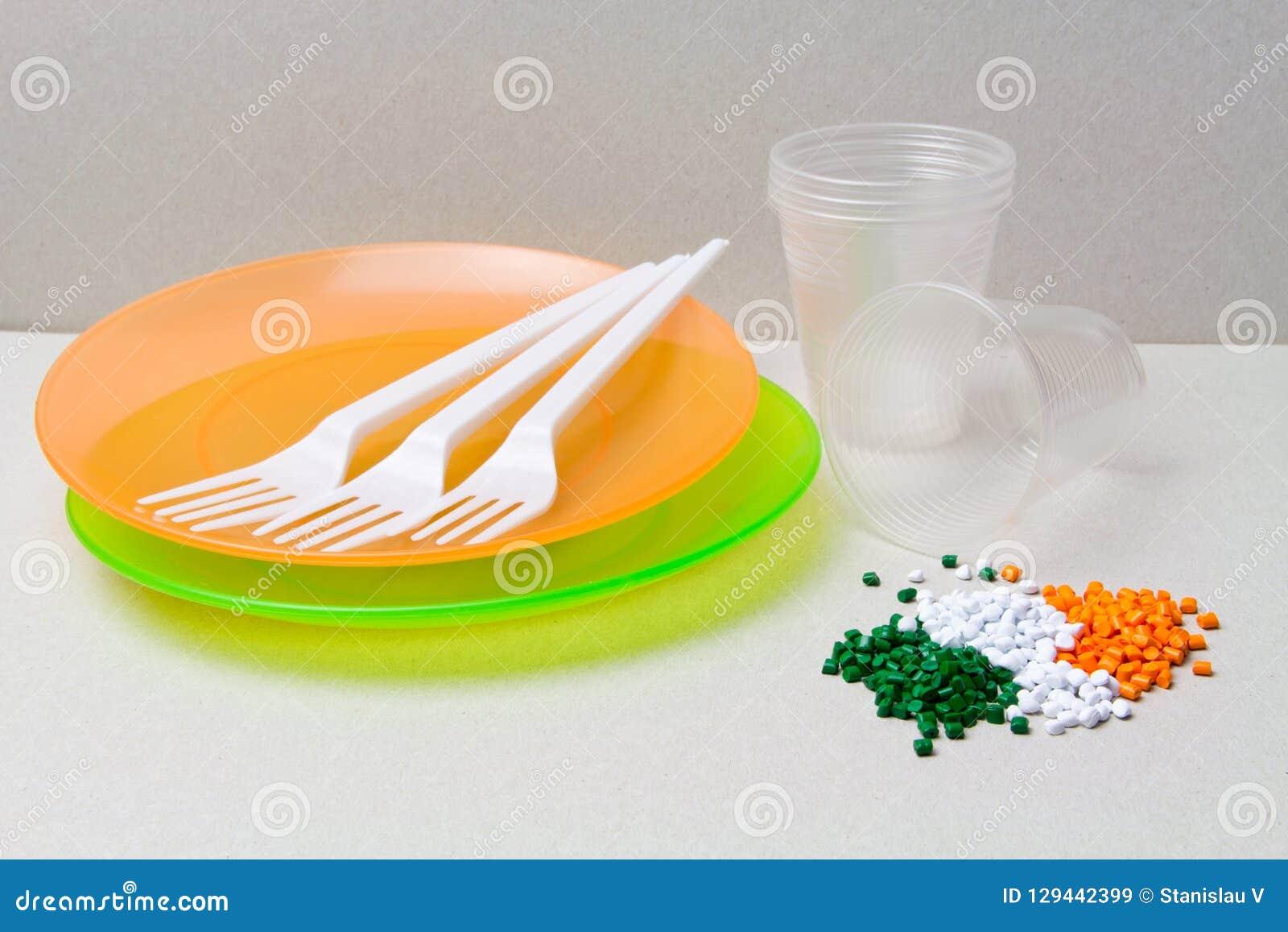 Gránulos del polietileno y vajilla disponible hechos de polyethyl
