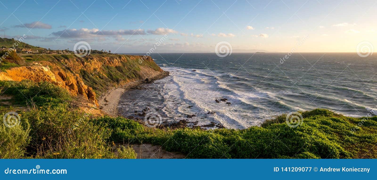 Gräs täckte punkt Vicente Bluff Panorama
