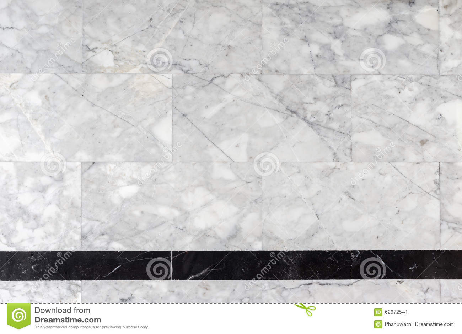 Grå färger marmorerar stenväggen i badrummet, textur, bakgrund