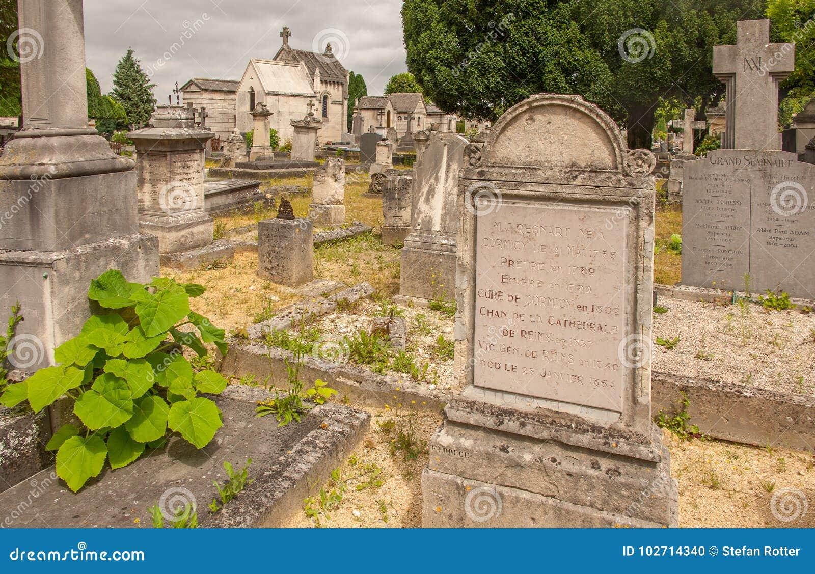 Grób w cmentarzu Cimetiere Du Nord w Reims