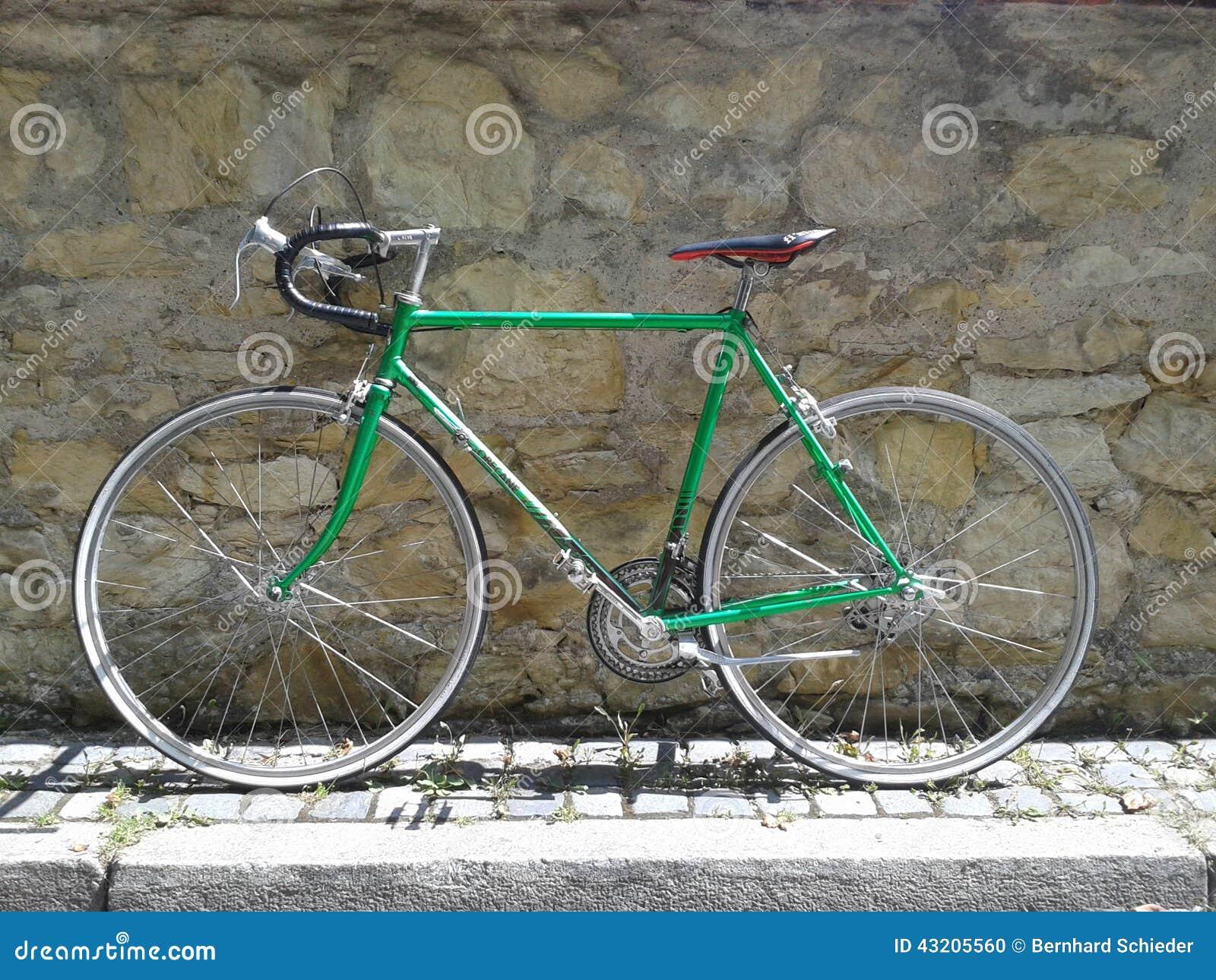 Download Grön cykel redaktionell foto. Bild av sten, natur, green - 43205560