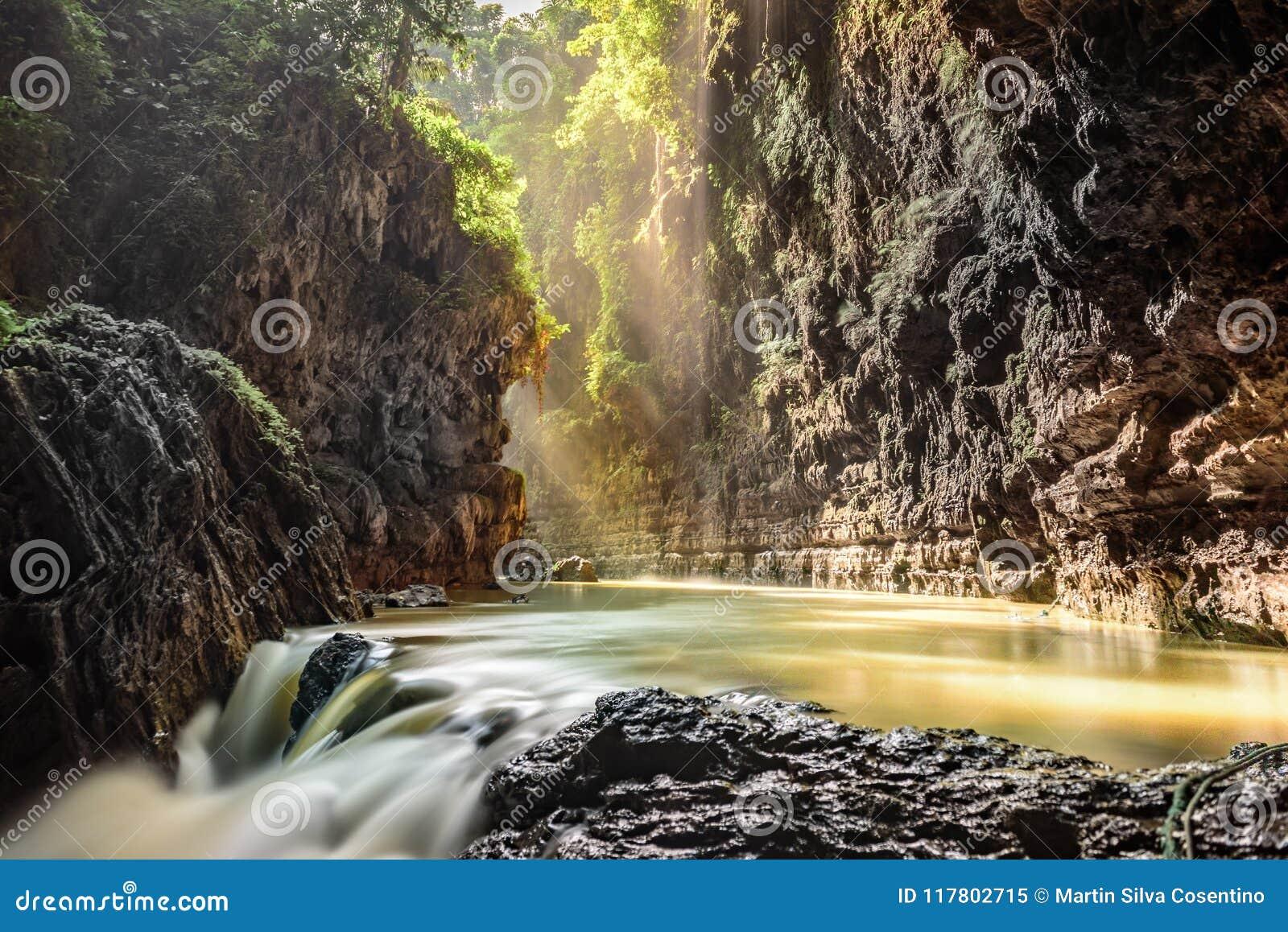 Grön kanjon, Pangandaran, Indonesien