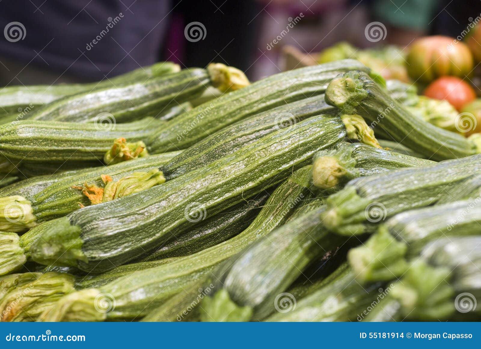 Grön zucchini