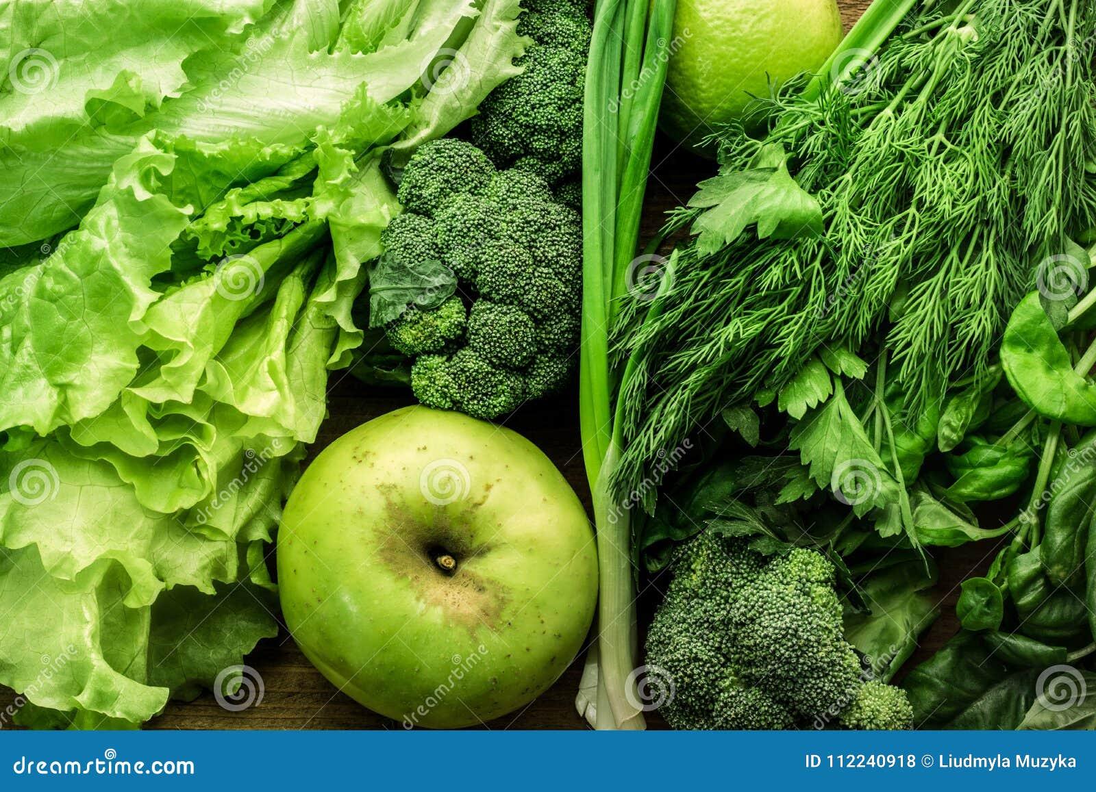 Gröna grönsaker, frukter och grönskamatbakgrund Top beskådar