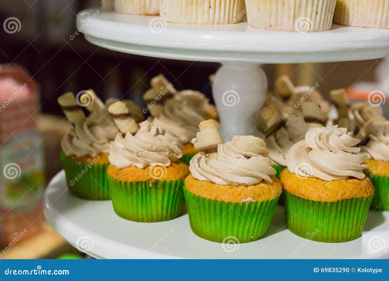 Gröna muffin med kräm- toppning