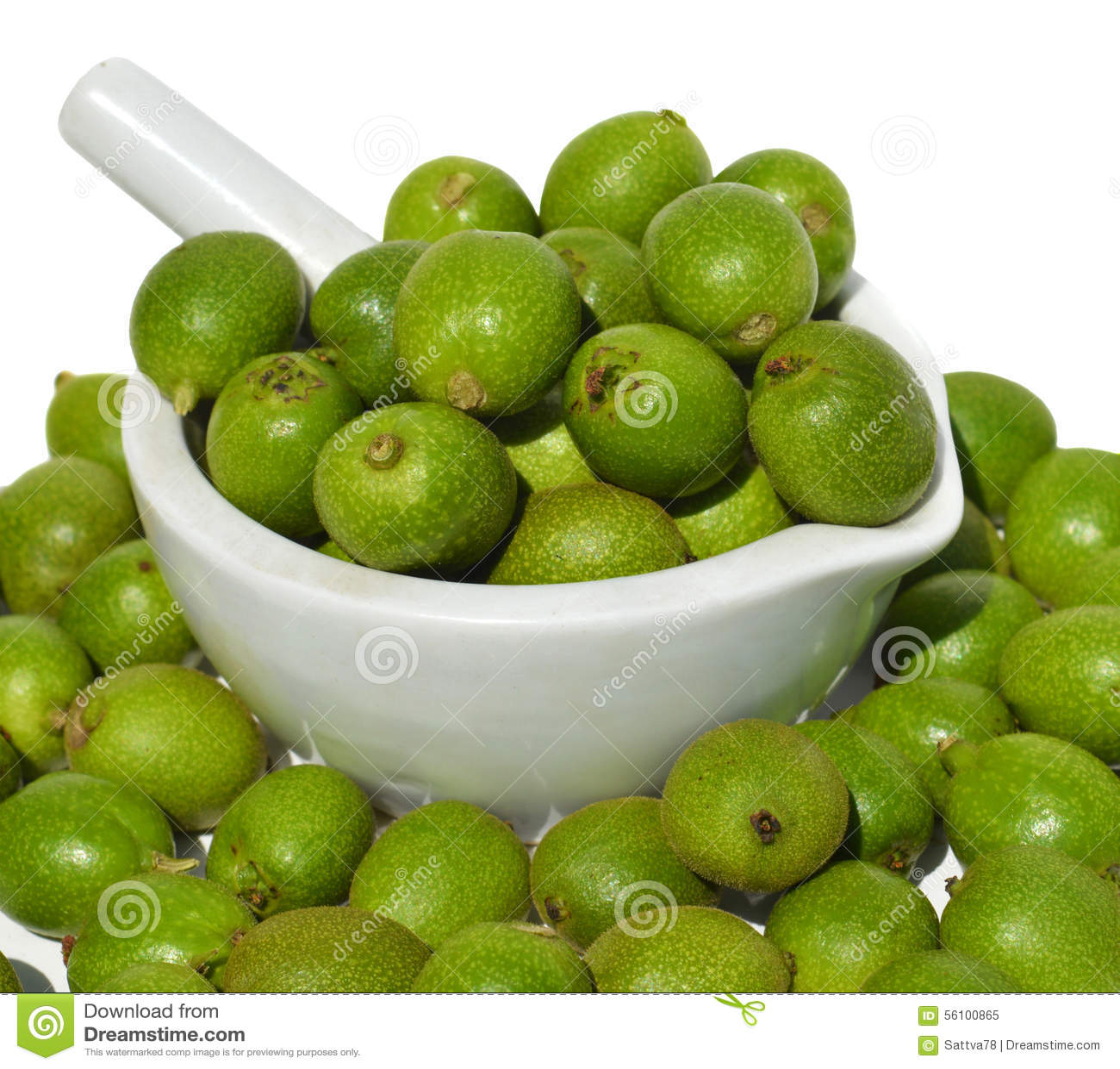 Gröna unga valnötter i skal