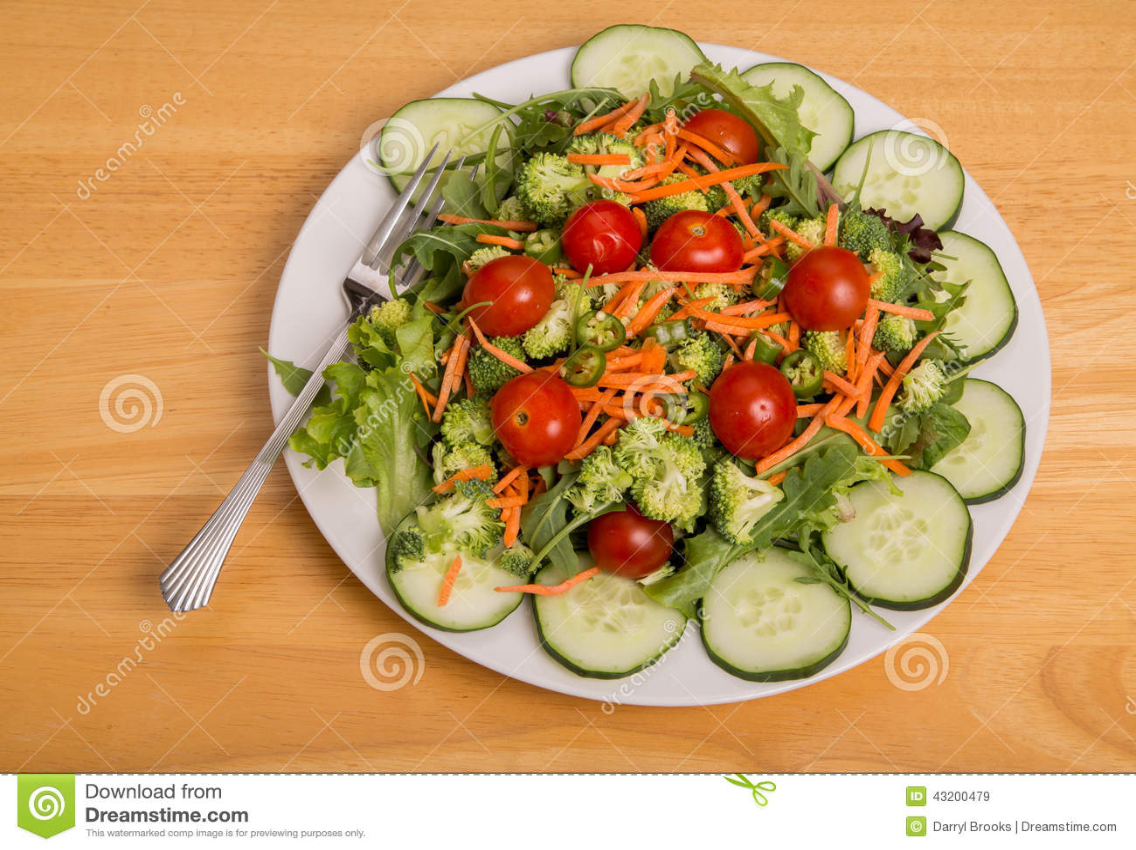 Download Grönsaksallad Med Cherry Tomatoes Och Kajennpeppar Fotografering för Bildbyråer - Bild av sunt, appetisers: 43200479