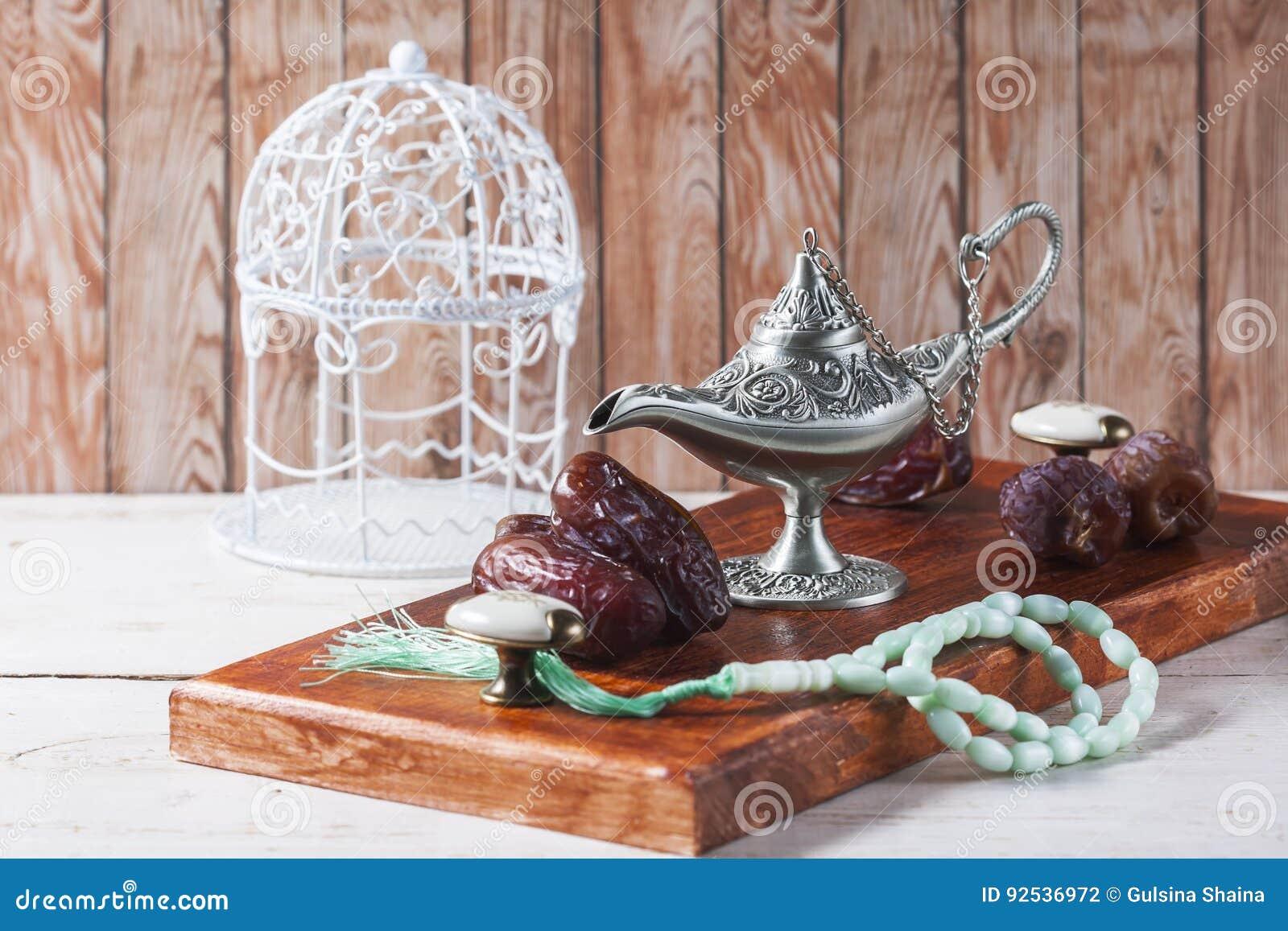 Grüne Islamische Gebetsperlen Daten Und Silberne Aladdin S Lampe
