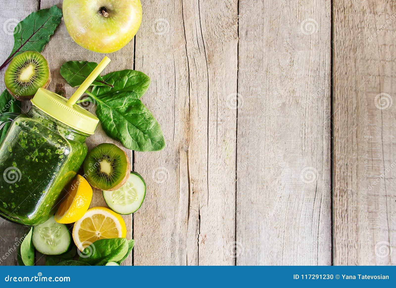 Grüne Smoothies Mit Gemüse Und Früchten Detoxtag Abnehmen Und ...