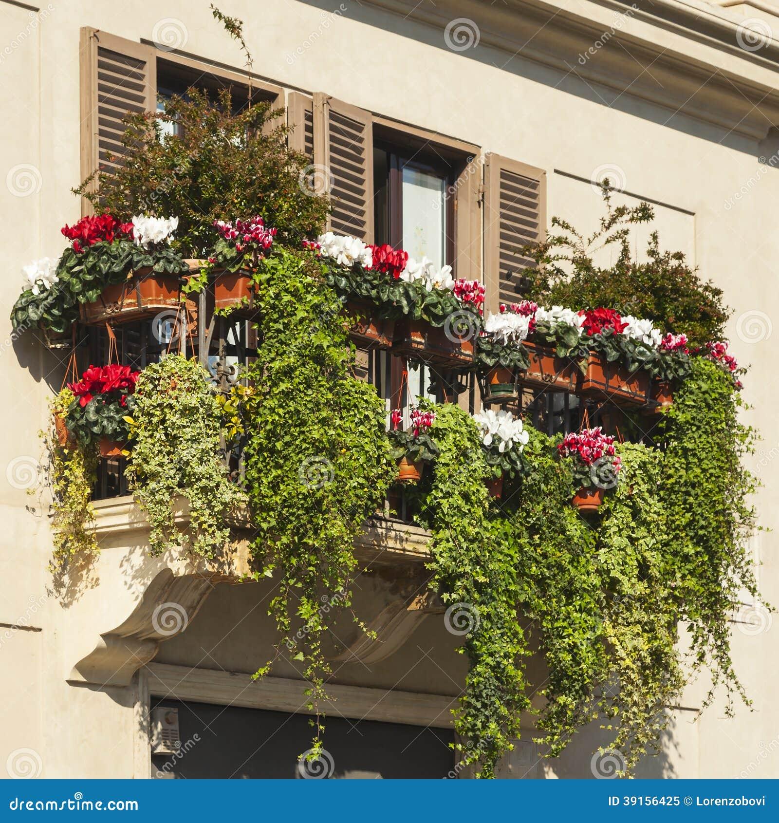 gr ner balkon stockfoto bild 39156425. Black Bedroom Furniture Sets. Home Design Ideas