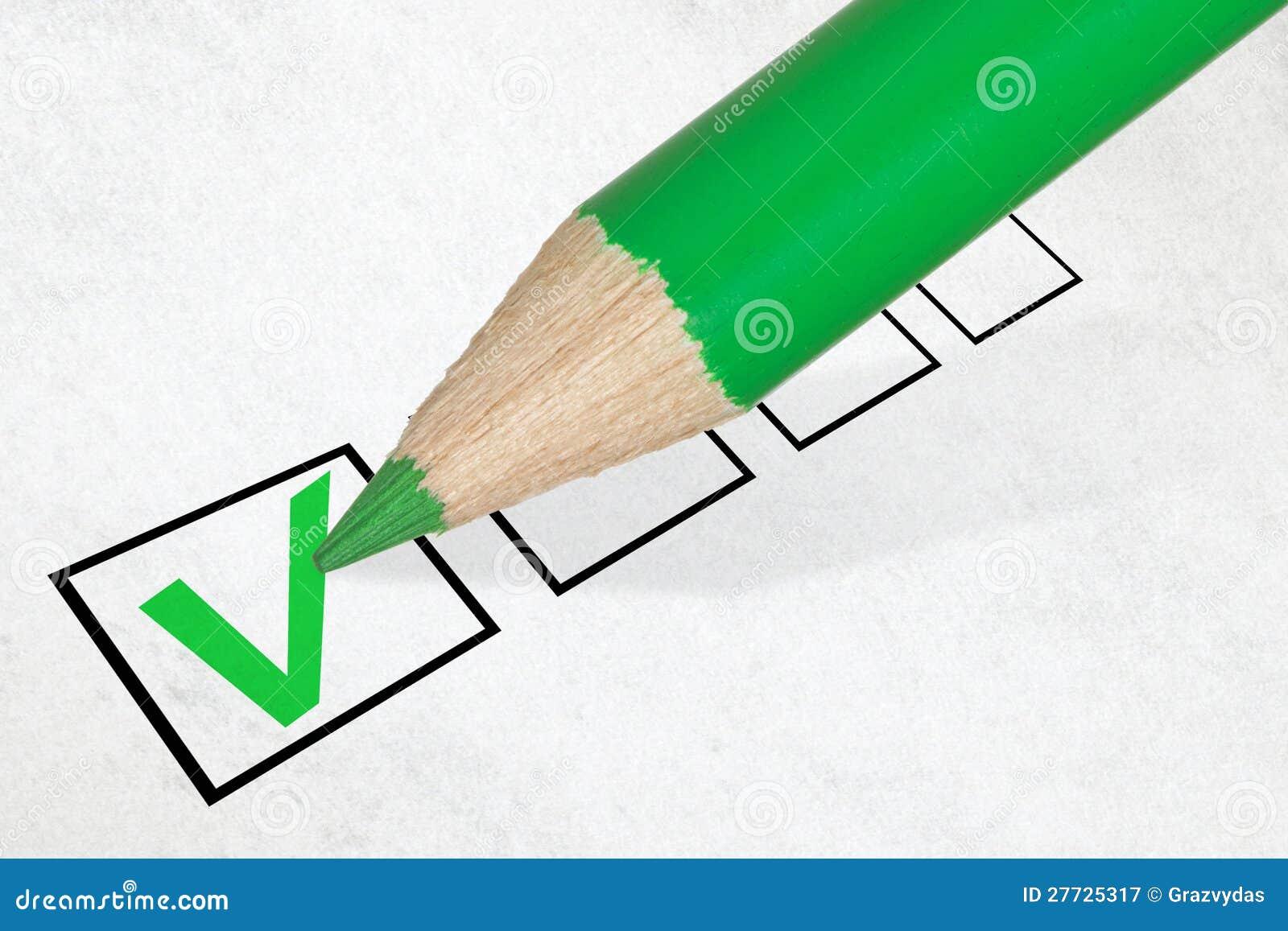 Grüner Bleistiftmarkierungs-Checkkasten