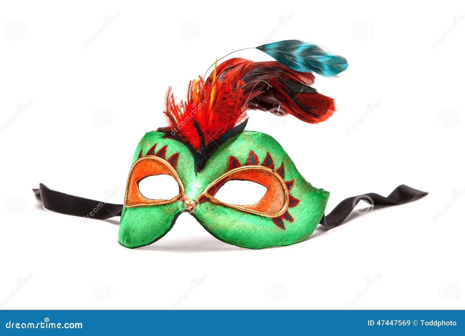 Grüner Mardi Gras Mask mit Federn auf weißem Hintergrund mit bla
