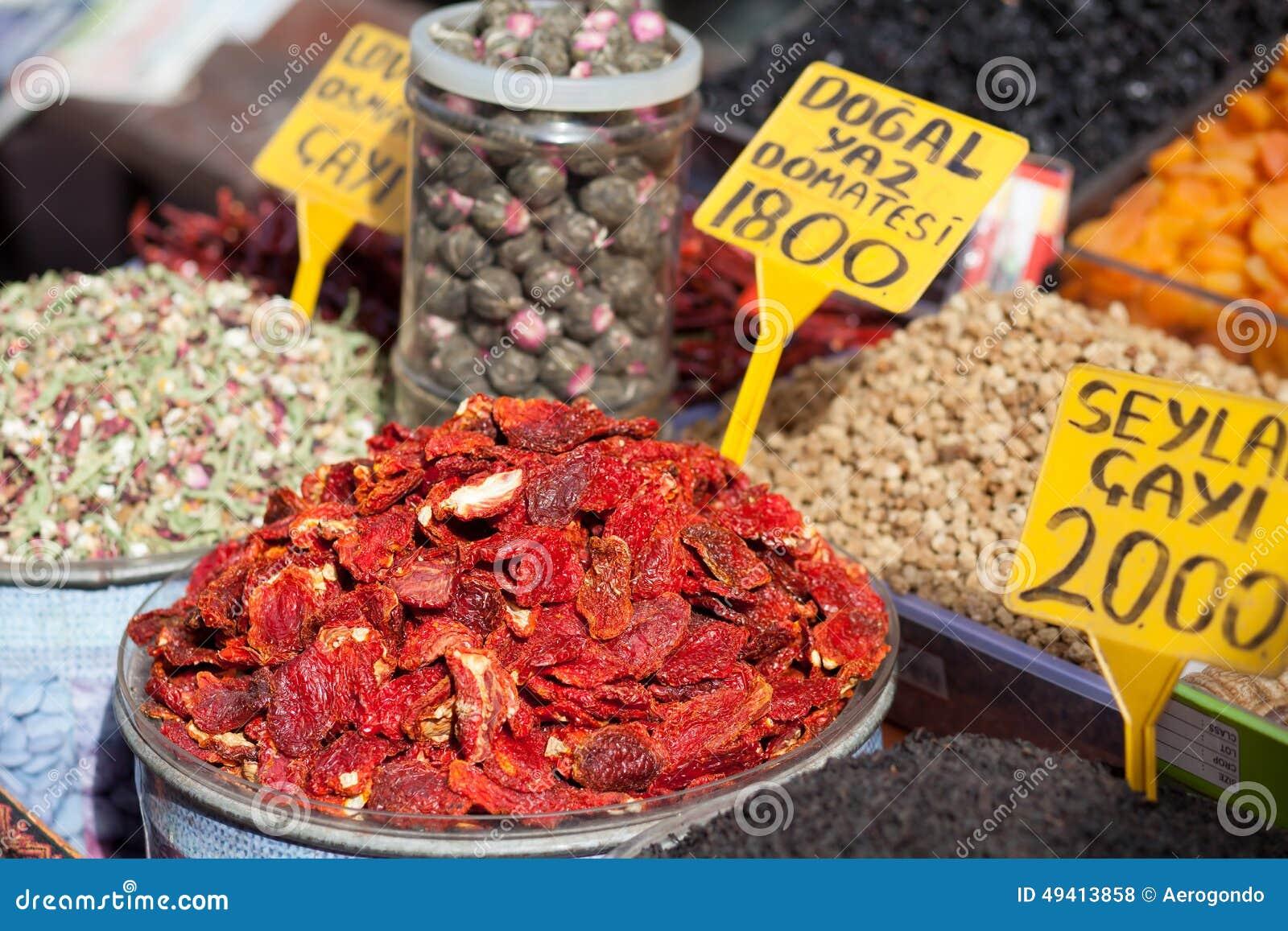Download Grüner Marktstand Mit Getrockneter Tomate Stockfoto - Bild von feinschmecker, lebensstile: 49413858