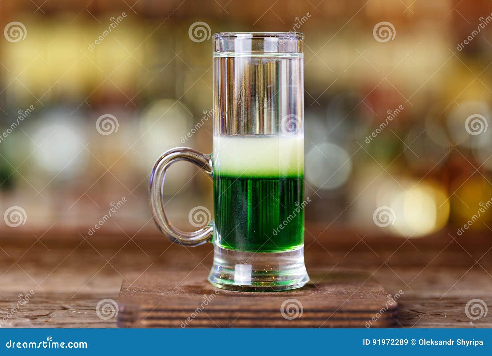 Grüner Mexikaner Des Cocktails Auf Der Bar Stockbild - Bild von ...