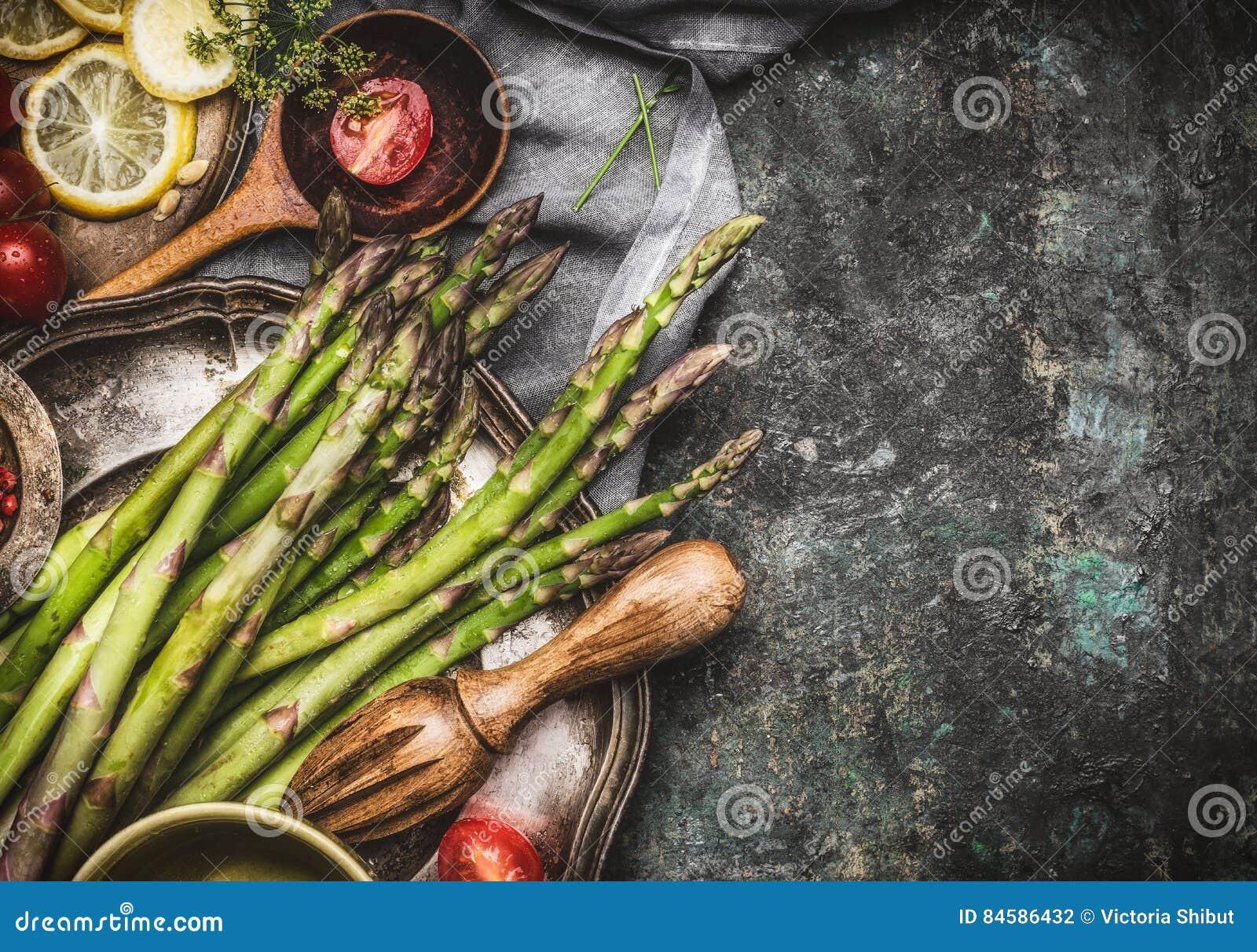 Grüner Spargel Der Vorbereitung Mit Dem Kochen Des Löffels Und Der