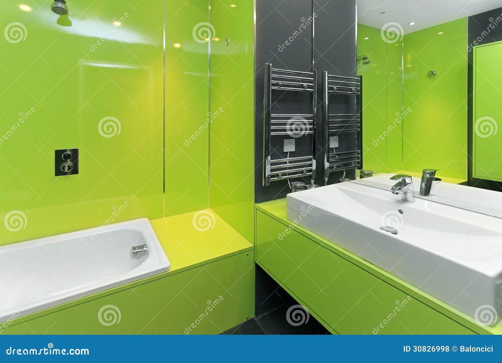 Grünes Badezimmer stockfoto. Bild von badewanne, badezimmer - 30826998