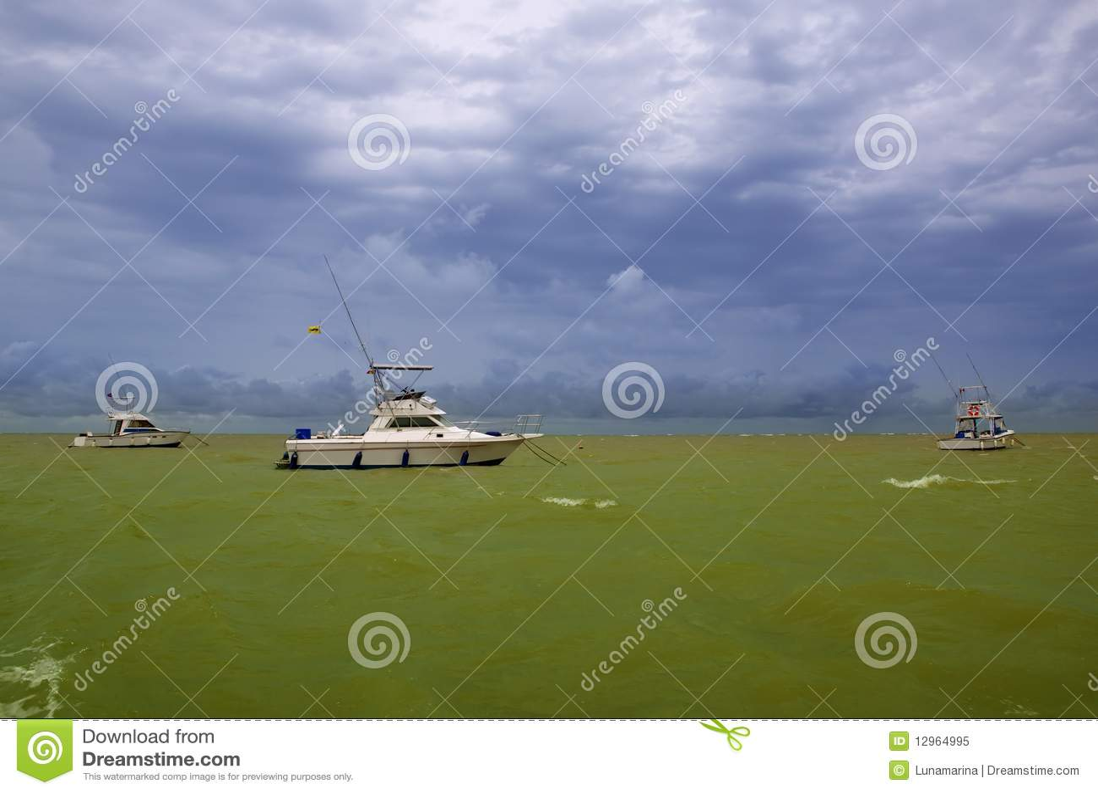 Grünes Ozeanboot Afrika-Saly Senegal