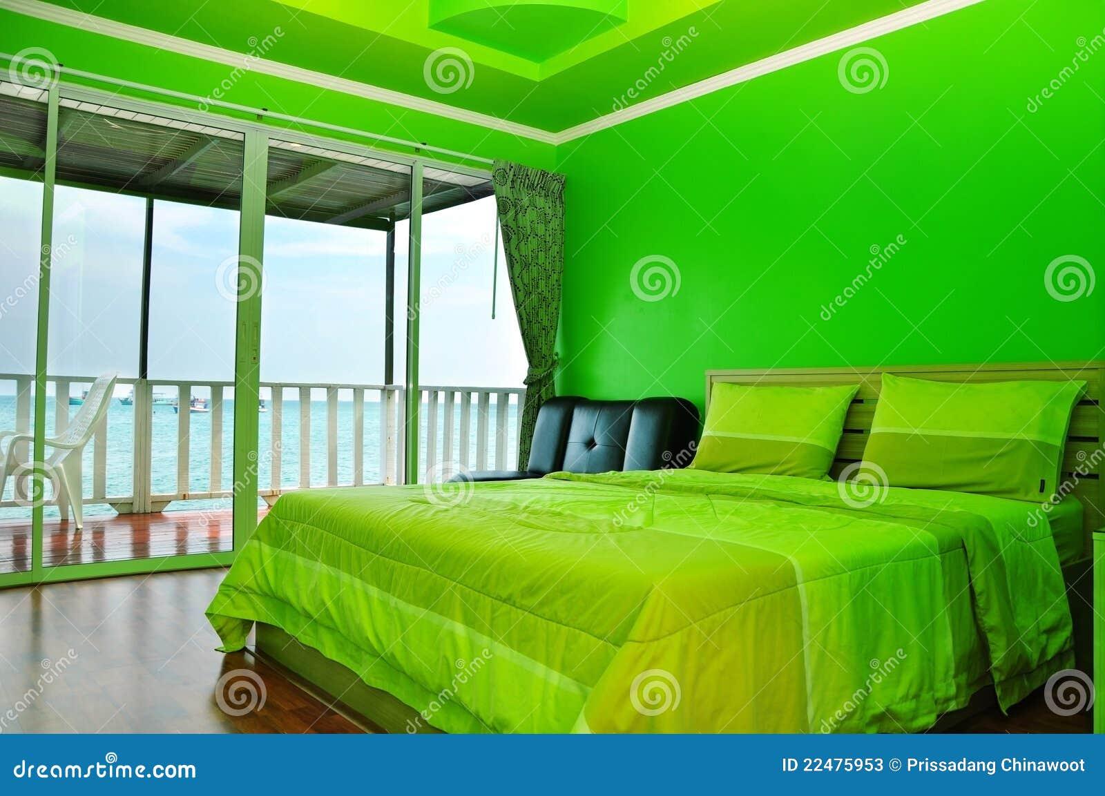 Grünes Schlafzimmer stockbild. Bild von bett, garnish - 22475953