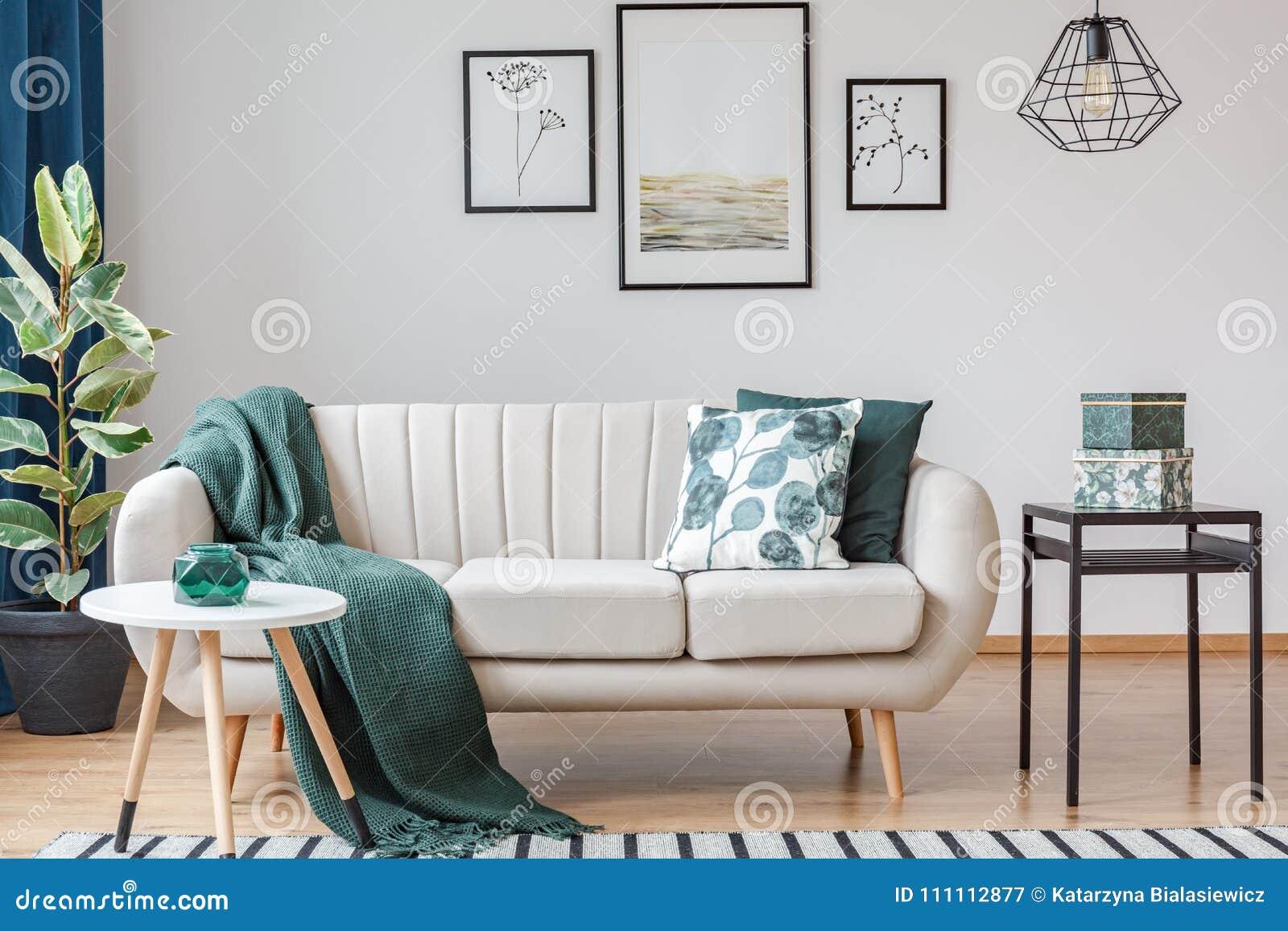 Grünes Wohnzimmer mit Galerie