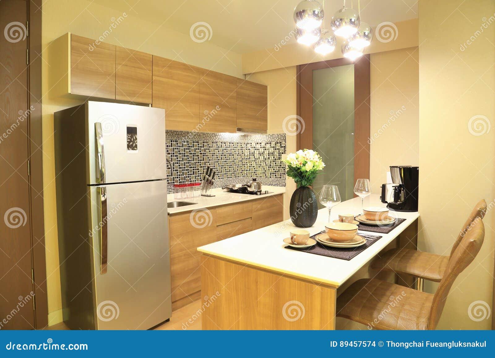 Grże brzmienie luksusowy wnętrze projekt kuchnia w kondominium