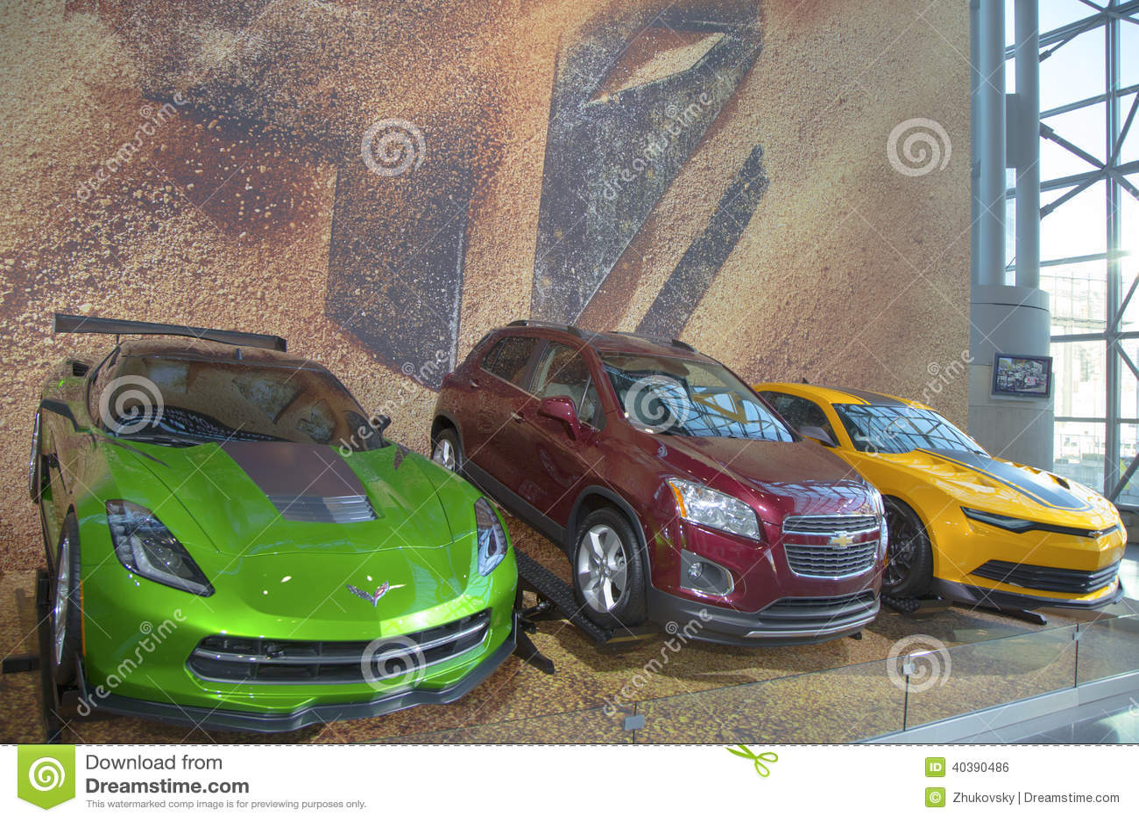 GR.-Autos Chevrolet Camaro, Konzept Korvette-Stechrochens C7 und Chevrolet Sonic RS sammeln Auto von neuen Film Transformatoren 4