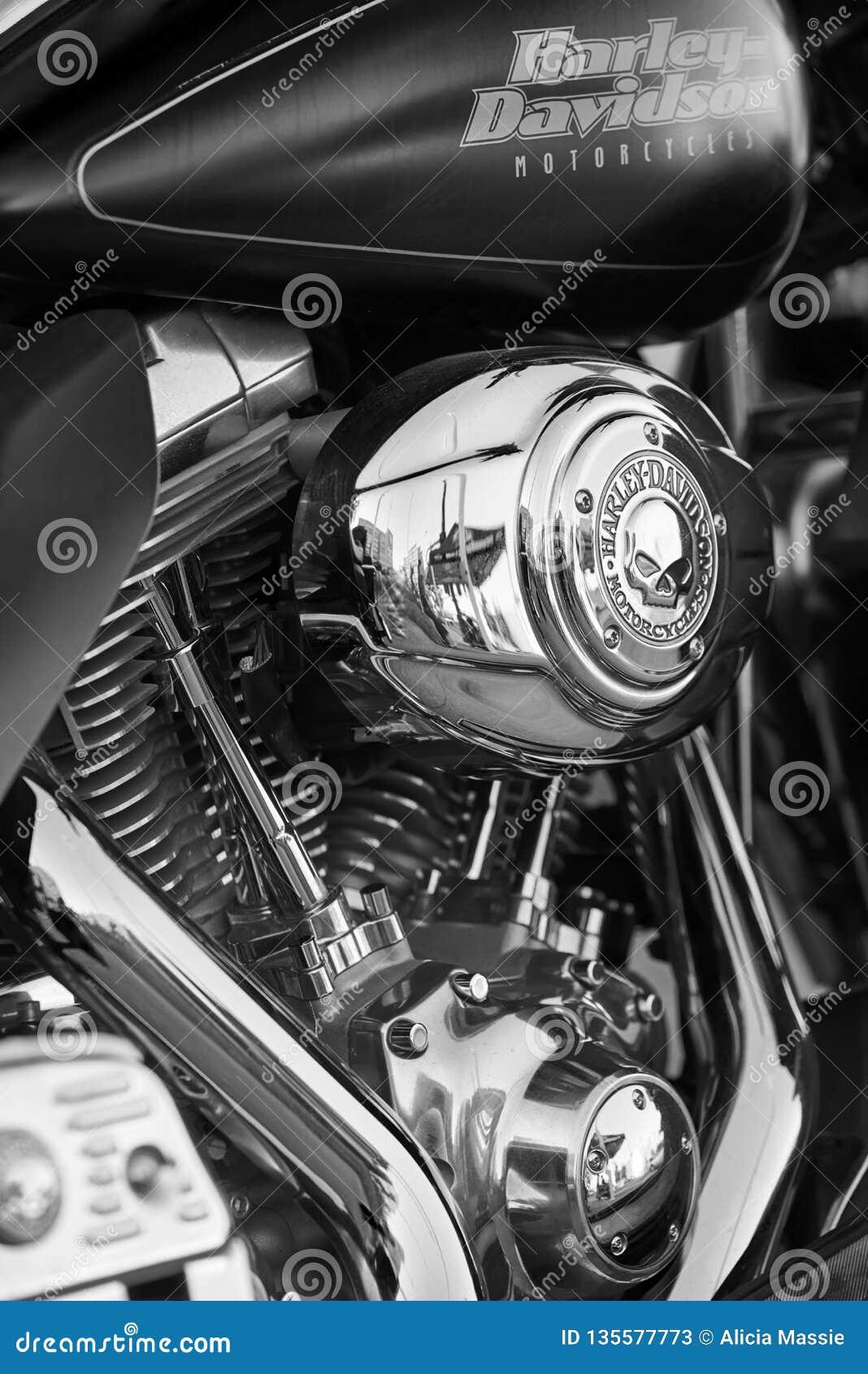 Gr Cajon, CA/USA - 2 Augustus, 2016: Gehuwd met Motorfietsen verzamelt de Groep zich voor hun maandelijks samenkomt Een club van