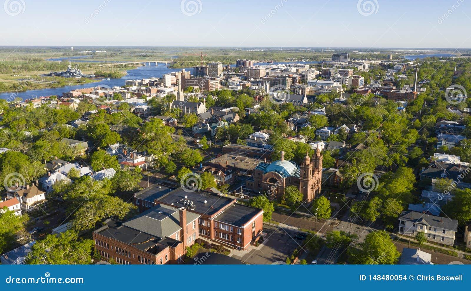 Gr?ne Blatt-heraus Fr?hjahr-Vogelperspektive-im Stadtzentrum gelegenes Stadtzentrum-Wilmington-North Carolina