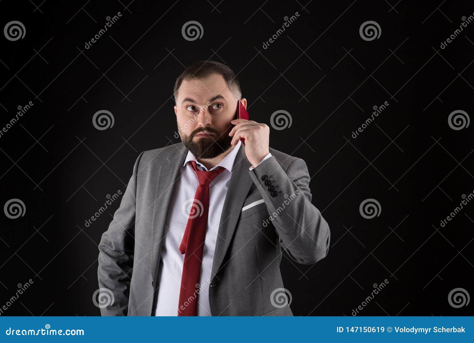 Grabbappellv?nnen st?r svart bakgrund Mobilt appellbegrepp Formell dr?ktappell f?r man n?gon Mobil appellkonversation Mobil