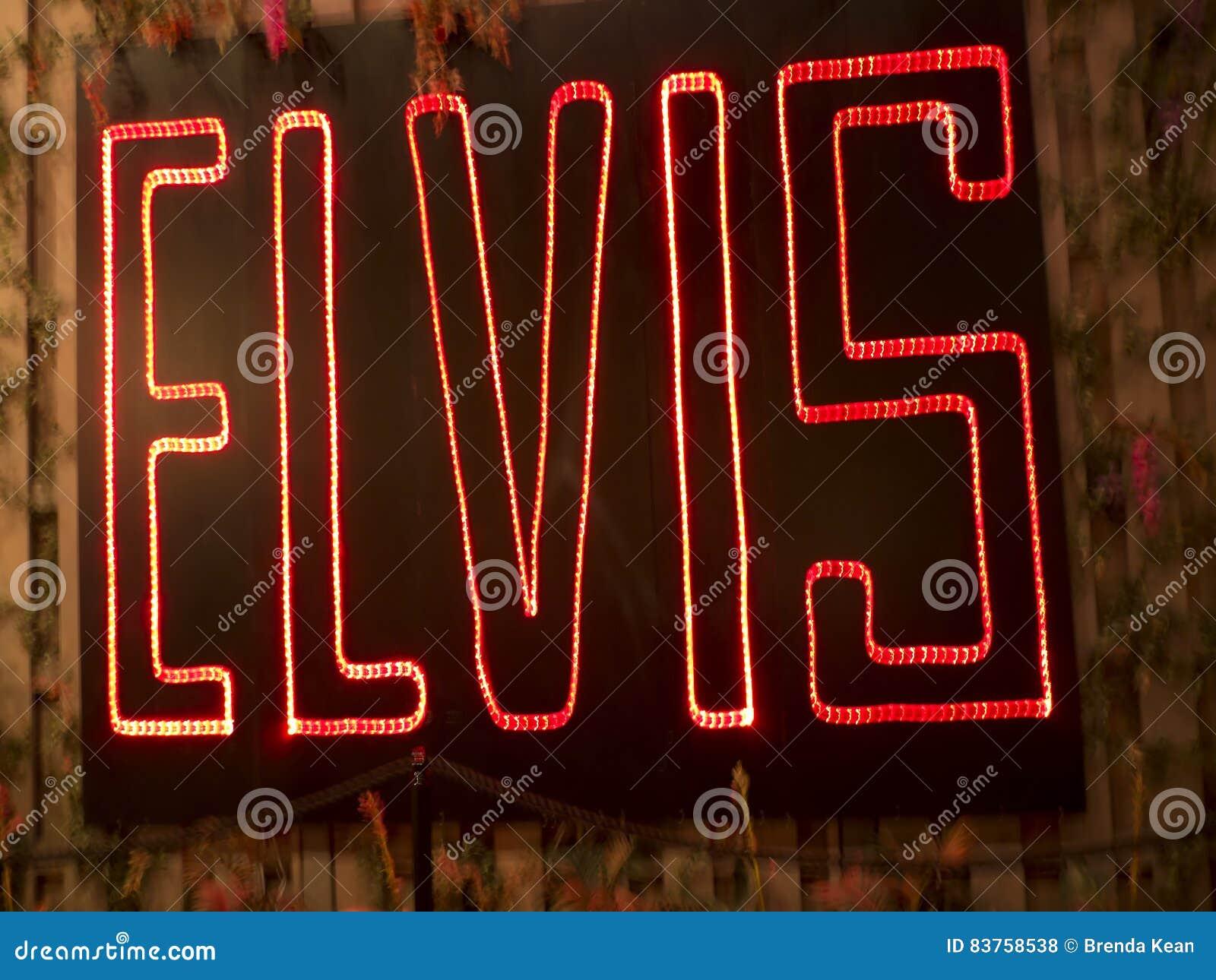 Graceland é a casa do cantor Elvis Presley no estilo de uma mansão antebellum e de um ímã para fan de música