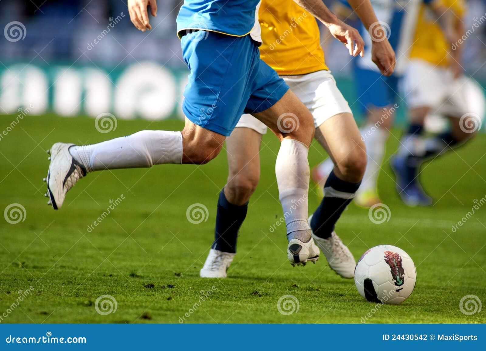 Gracz piłka nożna dwa rywalizuje