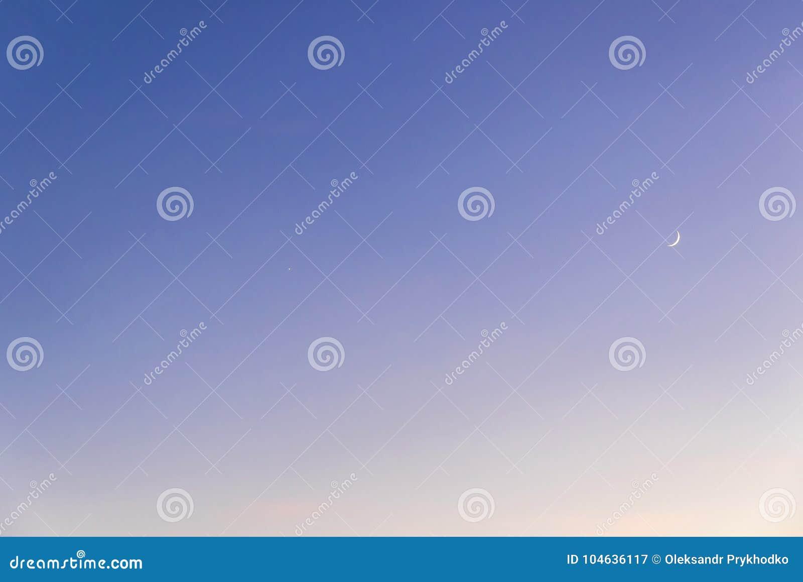 Download Gradiënt Blauw-gele Achtergrond Van Avondhemel Stock Afbeelding - Afbeelding bestaande uit luna, nave: 104636117