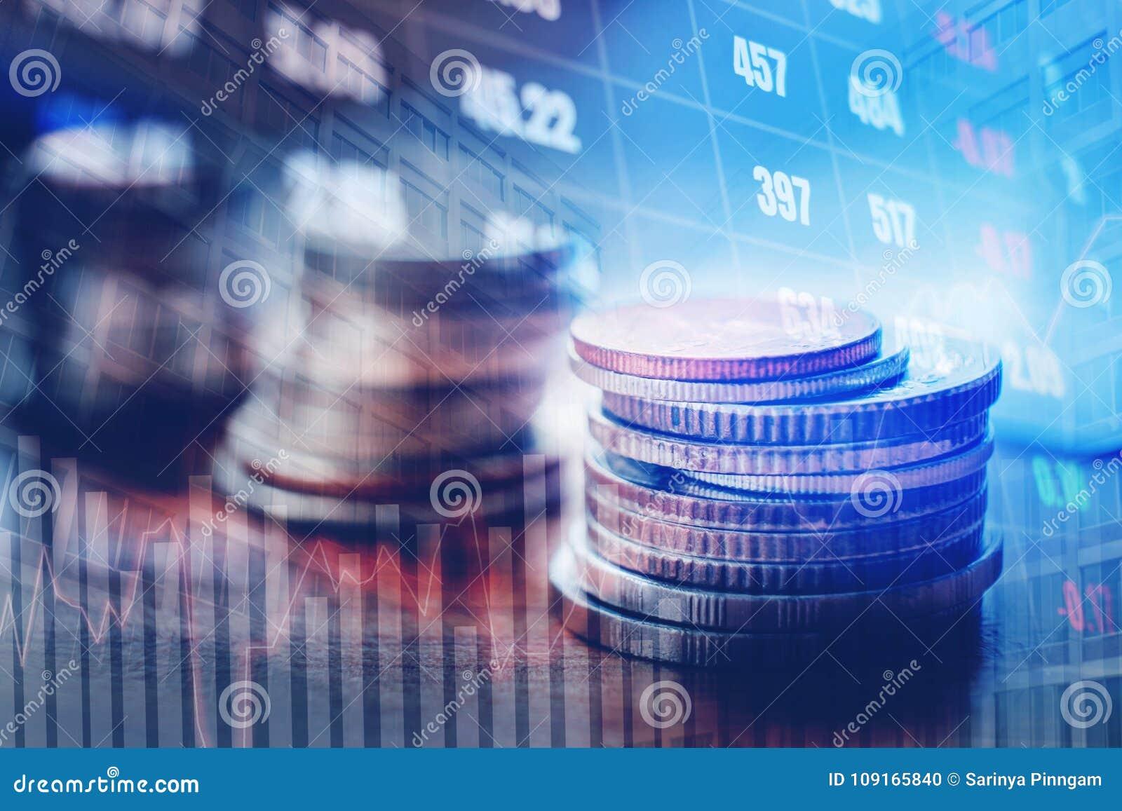 Graf på rader av mynt för finans och bankrörelsen på digitalt materiel