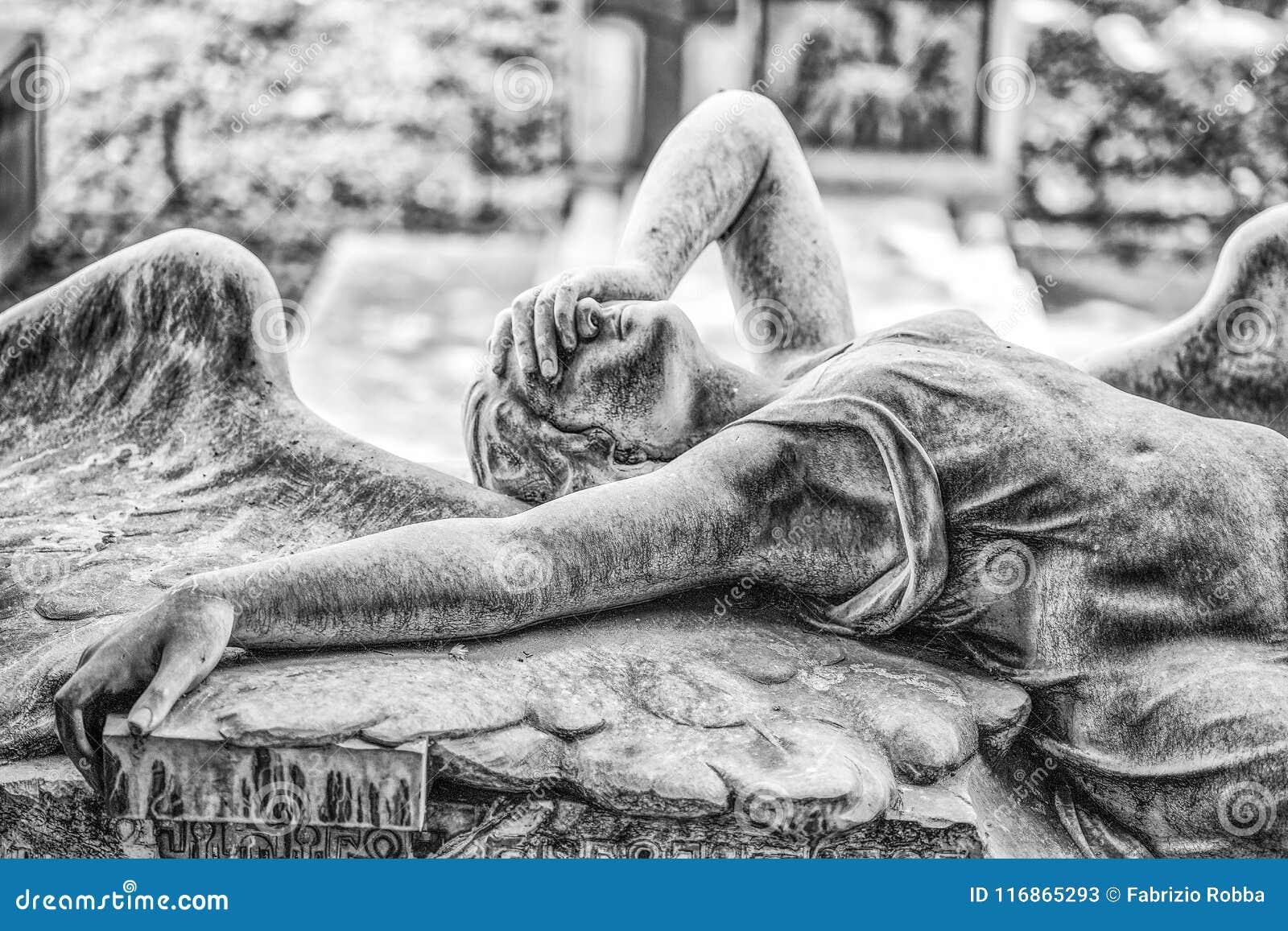 Graf van de Ribaudo-familie, monumentale begraafplaats van Genua, Italië, beroemd voor de dekking van enig van de Engelse band Jo