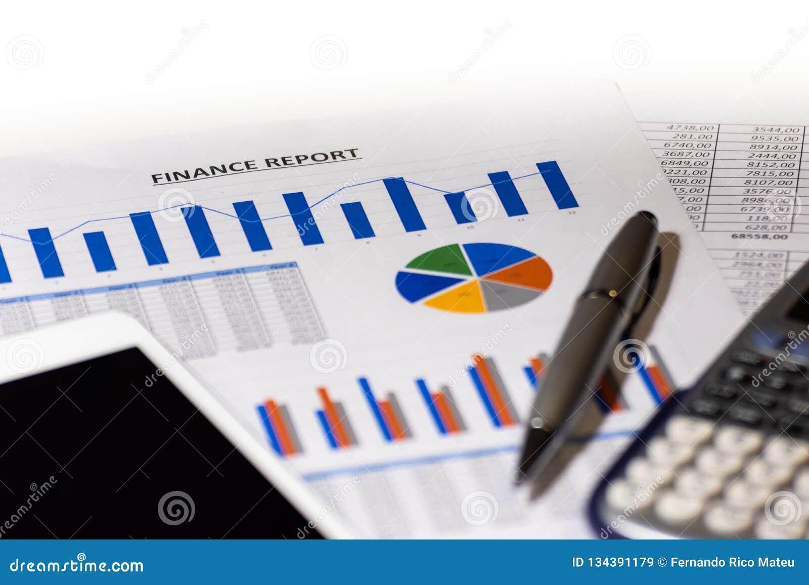 Grafer kartlägger, affären bordlägger Arbetsplatsen av affärsfolk finans citerar rapportmaterielet