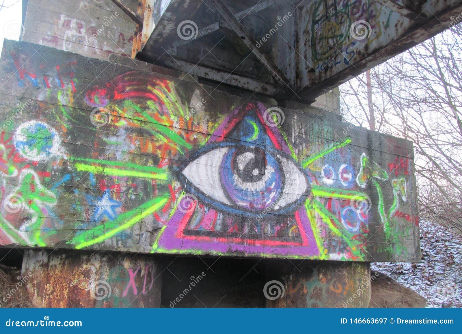 Graffiti blisko starej stacji kolejowej