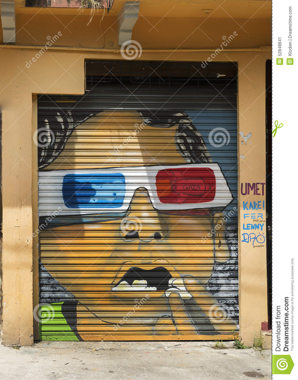 Graffiti of face with 3d glasses