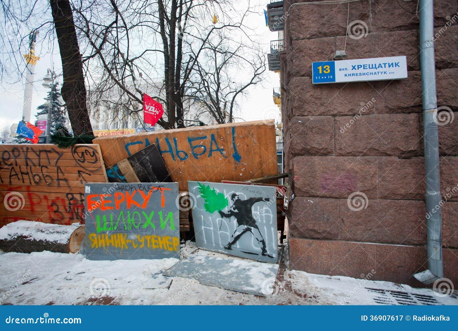 Graffiti na barykadach na głównej ulicie Kres